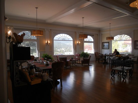 Stanley Hotel: Breakfast at the Lodge