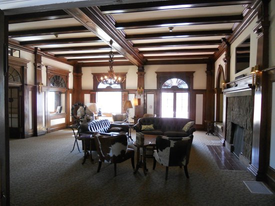 Stanley Hotel: Library
