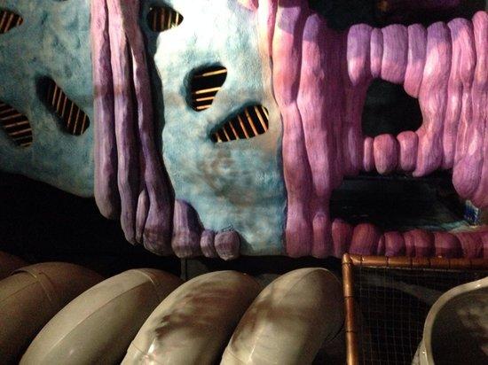 Makutu's Island: Fun decor