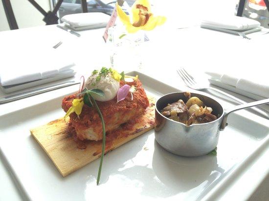 Mexique: escolar,spicy romesco, poached egg
