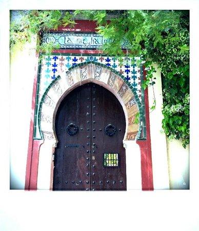 Mirador de San Nicolas: Albayzín street door