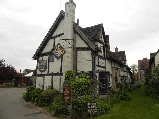 The Fleece Inn: Front View
