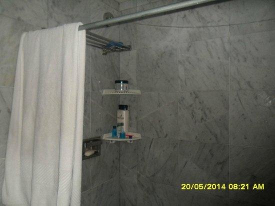 Dunes Hotel & Beach Resort: Baño de habitación