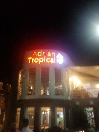 Adrian Tropical: Frente