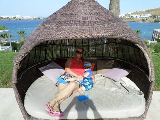 Kefaluka Resort: The beds around site!