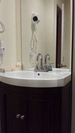 Copley House: bathroom