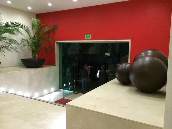 We Hotel Aeropuerto: Ingreso