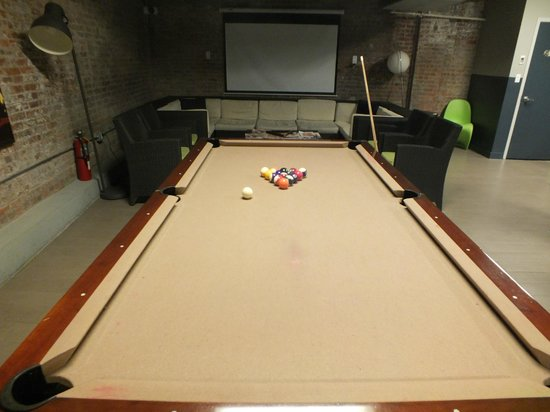 Q4 Hotel: Pool table