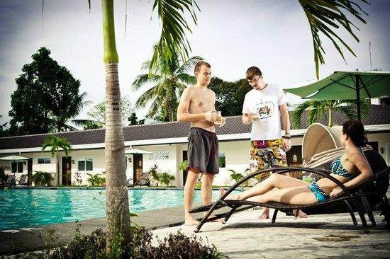 Natures Garden Park Resort: Pool Area