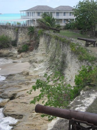 Fort James : Sea wall