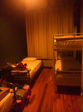 Q4 Hotel : 3-bed dorm