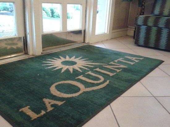 Rodeway Inn & Suites : Entrance