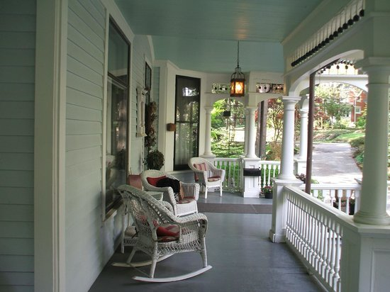 The 1899 Wright Inn and Carriage House: front porch