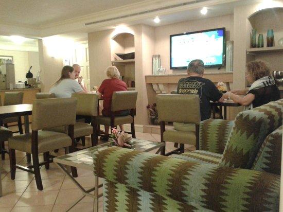 Rodeway Inn & Suites : Lobby & Breakfast time