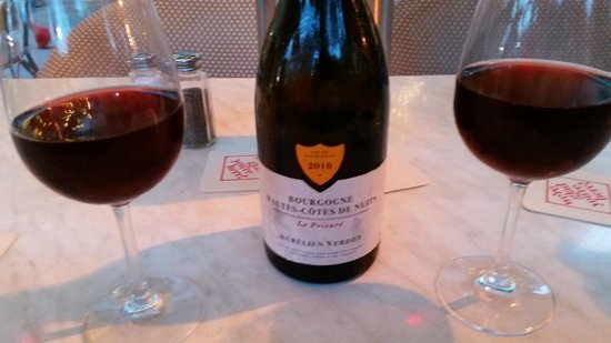 Cassis American Brasserie: Haute-Cote de Nuits went perfect with our lamb chops.