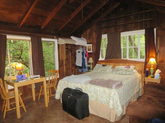 Ripplewood Resort: cabin for 2, queen bed