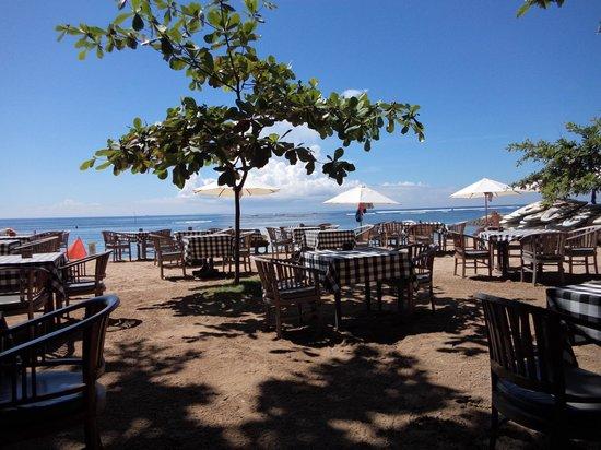 Tootsie Bar: Beach