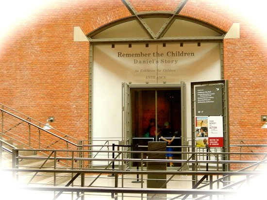 United States Holocaust Memorial Museum : Outside the building