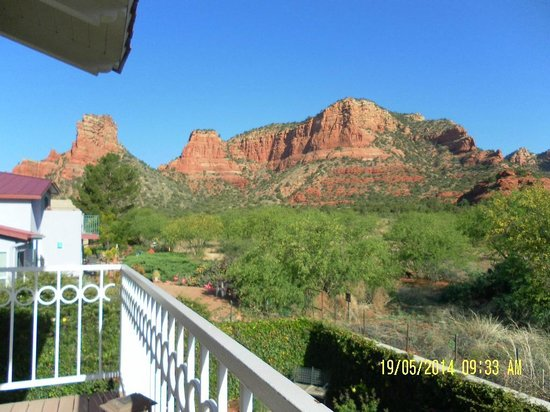 Canyon Villa Bed and Breakfast Inn of Sedona: The view with our morning coffee