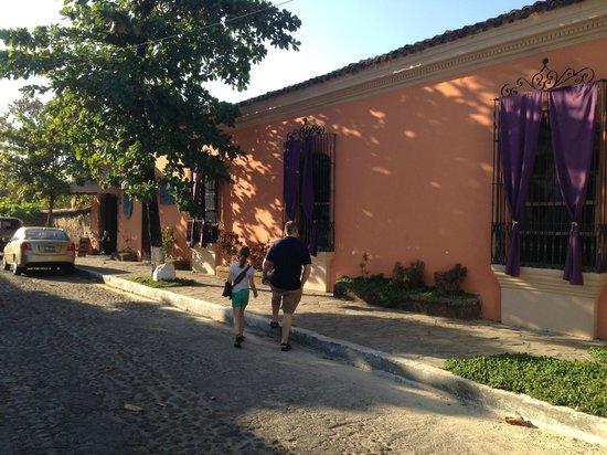 Los Almendros De San Lorenzo : Street view of the hotel