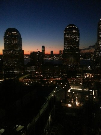 Millennium Hilton New York Downtown: Sunset view of NYC