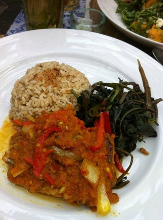 Biku: My brown rice with Ikan Rica-Rica. I love the moist and flaky fish wih the spices. Really delici