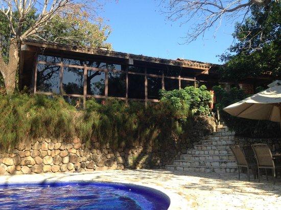 Los Almendros De San Lorenzo : View of the restaurant (It overlooks the pool)