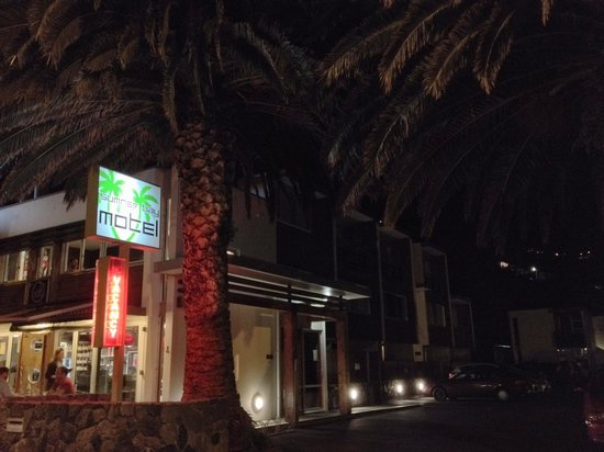 Sumner Bay Motel: The entrance to the motel, at night.