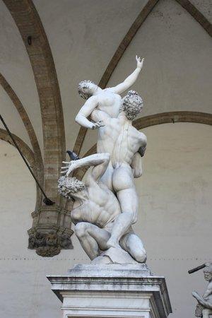 Hotel Alessandra: Statues