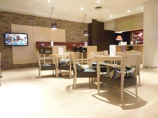 Hôtel Mercure Arras Centre Gare : Bar area