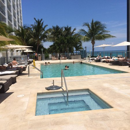 Grand Beach Hotel: Adult pool