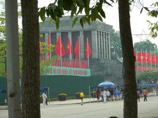 Mausolée de Hô Chi Minh : 通りから廟入り口付近