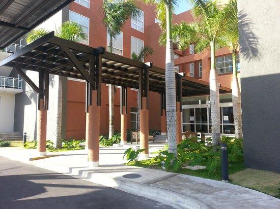 Four Points by Sheraton Puntacana Village : Entrada do Hotel