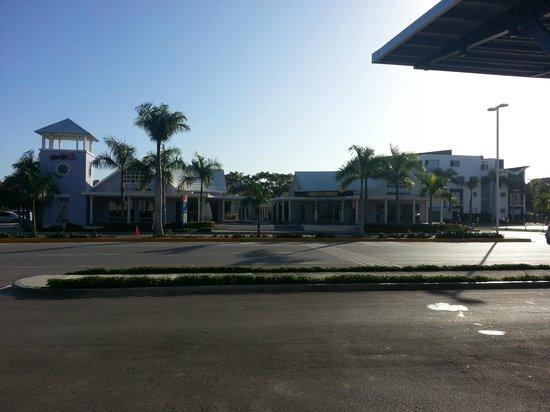 Four Points by Sheraton Puntacana Village: Vista da portaria