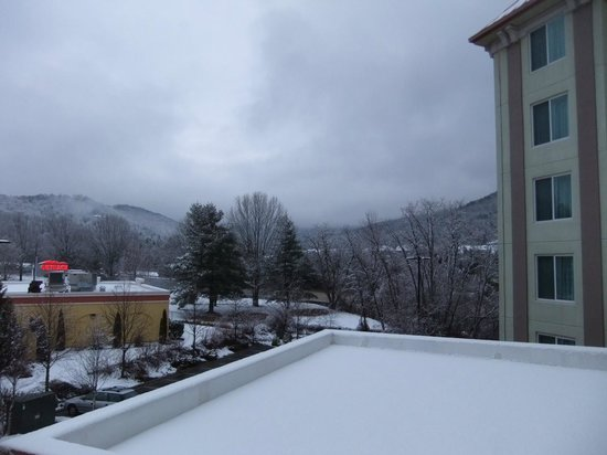 Holiday Inn Hotel & Suites Asheville Downtown: During a winter snow