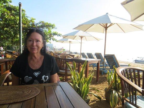 Aquarius Beach Hotel Sanur: beachfront breakfast area