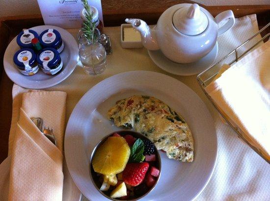 Fairmont Sonoma Mission Inn & Spa: Delicious breakfast in the room