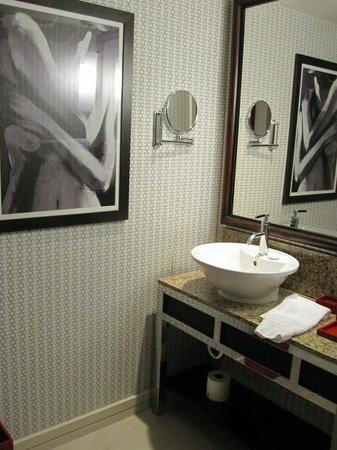 Kimpton Hotel Palomar Los Angeles Beverly Hills: Bathroom