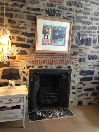 Auberge Place D'Armes : My fireplace!