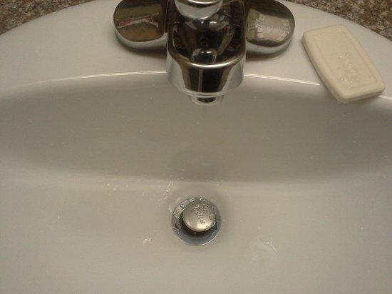 Ramada Oklahoma City Airport North: Constant running water from the faucet