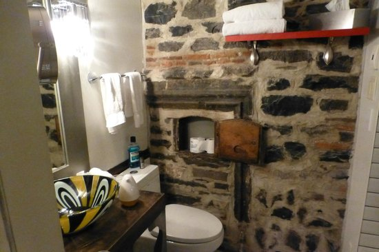 Auberge Place D'Armes: Bathroom