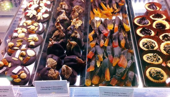 Gelateria del Teatro : all hand crafted on the premises