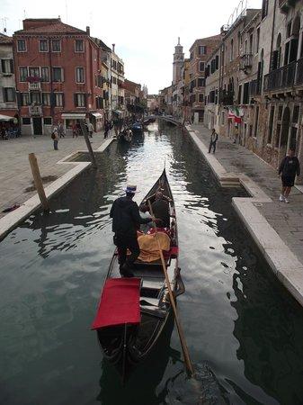 Campo San Barnaba: Canal di San Barnaba