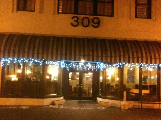 309 Bistro & Spirits : The later, the quieter
