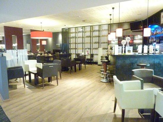 Novotel Ieper Centrum : Bar/dining area