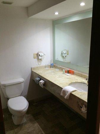 Baymont Inn & Suites Lazaro Cardenas: baño