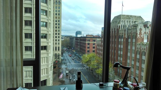 Loews Hotel 1000, Seattle: View down first avenue from the living area