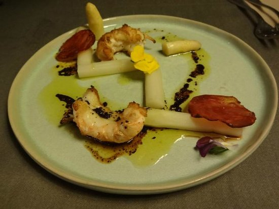 Allegro Moderato: Lobster and white asparagus.