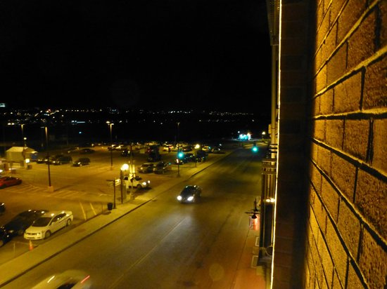 Auberge Saint-Antoine : View out the window at night- busy street.