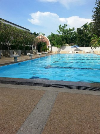 Movenpick Suriwongse Hotel Chiang Mai: Swimming poor